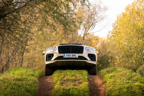 Bentayga-4x4-Award---Hero.jpg