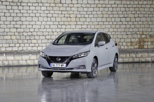 Nissan-LEAF-gris-Argile-HD-1-source.jpg