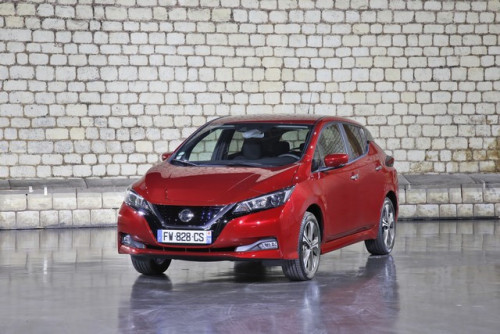 Nissan-LEAF-rouge-HD-1-source.jpg