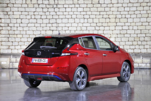 Nissan-LEAF-rouge-HD-2.jpg
