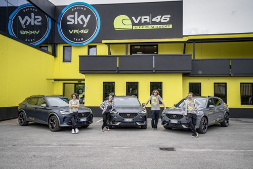 CUPRA-teams-up-with-Valentino-Rossis-VR46-Riders-Academy_2_HQ.jpg
