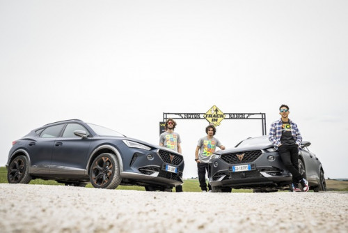 CUPRA-teams-up-with-Valentino-Rossis-VR46-Riders-Academy_3_HQ.jpg