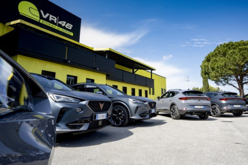 CUPRA-teams-up-with-Valentino-Rossis-VR46-Riders-Academy_5_HQ.jpg