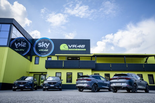 CUPRA-teams-up-with-Valentino-Rossis-VR46-Riders-Academy_8_HQ.jpg