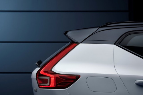 265581_XC40_R-Design_expression_in_Crystal_White_Pearl.jpg